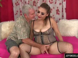 Sexy bucľaté dievča gets fucked a semeno v ústa
