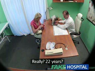 Fakehospital רזה בייב wants סקס עם רופא