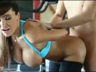 Puremature hd lisa ann gets fodido difícil em o ginásio