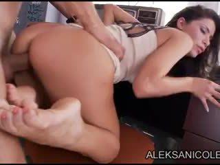 Aleksa nicole uz closet