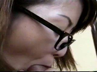 Japānieši skolotāja jāšanās studente