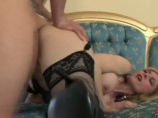 Bitchy sexy momma nina hartley acquires awesomely attacked por um caralho a partir de atrás