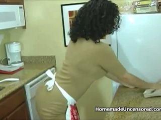 Vroče amaterke gospodinja izkušene v the kuhinja: brezplačno porno 95