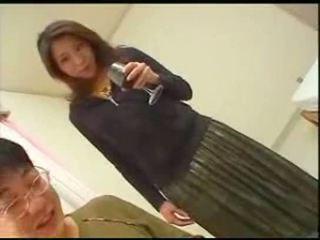 Jepang mama teaches putra english