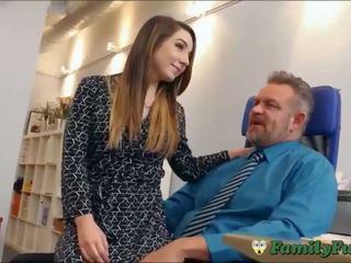 女儿 bambi brooks slutty 秘书 经验 同 stepfather