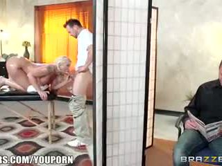 Brazzers - leya falcon gets مارس الجنس بواسطة لها masseuse