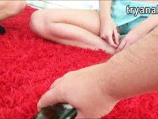 Солодка підліток ціпонька charli acacia tries з анал секс на додому