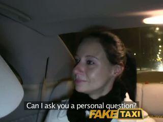 Faketaxi enza fucks mua në camera në jap në të saj ex - porno video 111