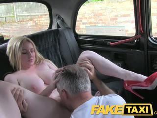realybė, dideli papai, taksi