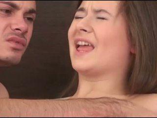 Virgin 女の子 sucks a コック