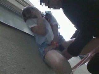 Jaapani koolitüdruk perses väljaspool video