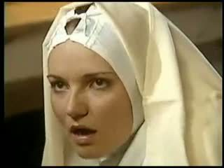 Lesbisch nonne fists sie sister kostüm