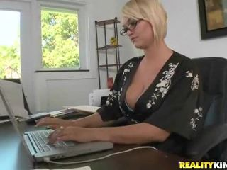 Juggy Blonde Mrs. Julies Fucked