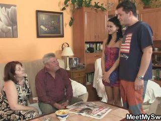 Vana parents olema laid tema kui ta leaves