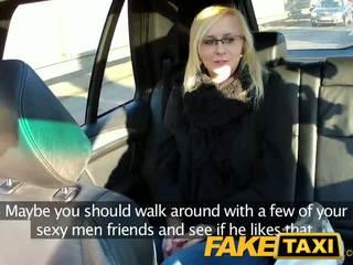 Faketaxi 섹시한 젊은 금발의 에 payback 복수