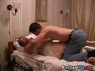 vieux + jeune, mature, russe