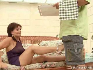 Gyzykly garry mama enjoying ýigrenji sikiş