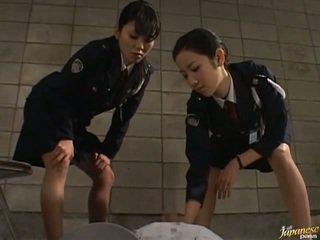 Japonesa av modelo en la void urine acción