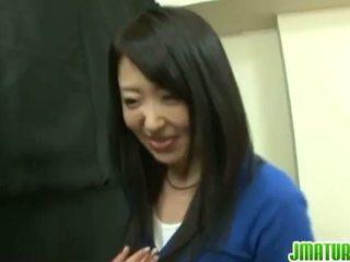Japanska mognar: japanska äldre hustru gets körd hård i den spel.