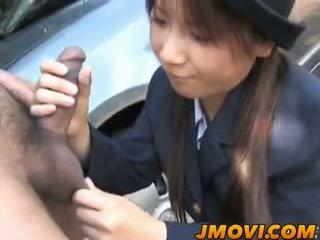 Asijské policejní osoba momo gives arousing výstřik v veřejné