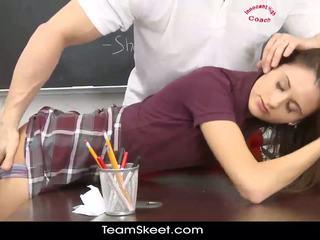Innocenthigh smalltits skolejente tenåring rides undervise