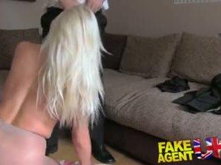Fakeagentuk sultry blondynka z duży cycki gets tied w górę i fucked rotten wideo