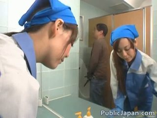 אסייתי executive נערה מזוין ב a ציבורי אוטובוס חופשי וידאו