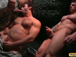 Bunker анално майната гей тройка