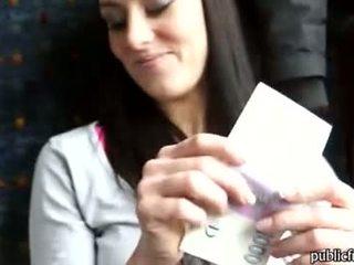 Inoocent näköinen vauva perseestä the juna cabin