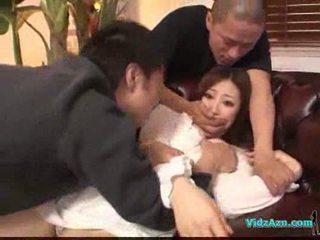الآسيوية فتاة في أبيض فستان getting لها الثدي rubbed كس لعق