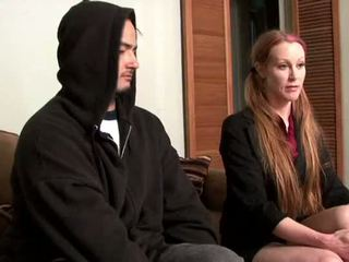 Darby daniels-parole अधिकारी gets knocked निकल द्वारा parolee