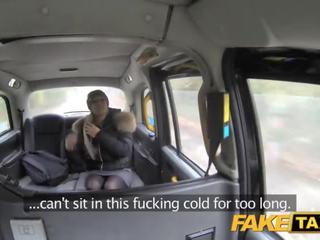 Fake taxi wanita wants drivers kontol untuk menjaga dia warm