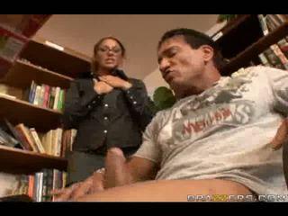 Sexy thư viện slammed qua to tinh ranh trong to hậu môn
