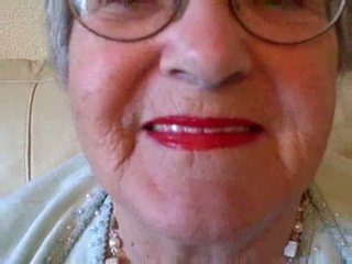 Granny puts on her lipstick then sucks young cock Video