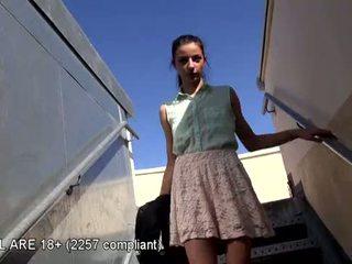 Jauks pusaudze pirmais video kastings
