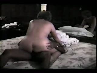 Rijpere vrouw en haar zwart lover video-