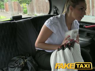 Faketaxi nezbedný policejní žena v taxi člověk payback
