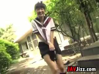 Japanilainen schoolgirls flashing pikkuhousut