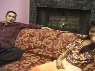 Quente presentation a partir de muito gira indiana jovem grávida