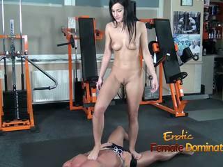 Abbie cat tramples op slaaf in jeans vervolgens naakt: hd porno b8