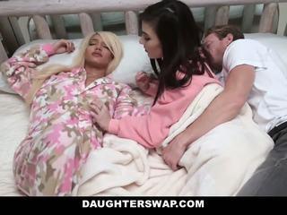 Daughterswap - swapped i fucked podczas sleepover