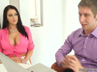 Bigtitted noir haired alexis grace receives python