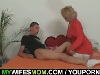 Mother-in-law fucks jos sūnus į teisė