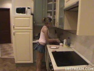 كتكوت undresses لها boyfriend
