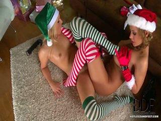 Merry kerstmis! en making een speciaal delivery van fetisj funtime vandaag are brandy glimlach en dorothy zwart! brandys inside a green outfit not far from a shiny afro patent oxford heels, and dorothys ik