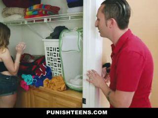 Punishteens - evangelical 叔叔 trains 他的 misbehaved niece