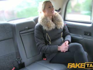 Fake taxi सेक्सी डच minx tries एनल में taxi