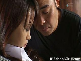 Haruka aida csinos ázsiai diáklány