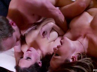 Pornfidelity- angela bílý a kelly madison dostat showered v čtyři cumshots!