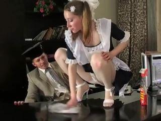 Άτακτος/η μελαχρινός/ή καθάρισμα κορίτσι σε delicious raw μουνί pounding